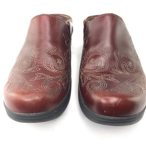 Ariat Leather Burgundy Embroidered Mules Clogs 8